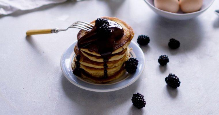 Pancakes z polewą czekoladowa