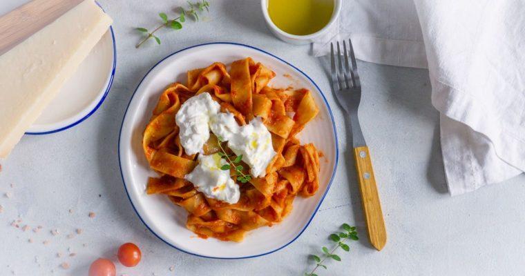 Tagliatelle z sosem neapolitańskim