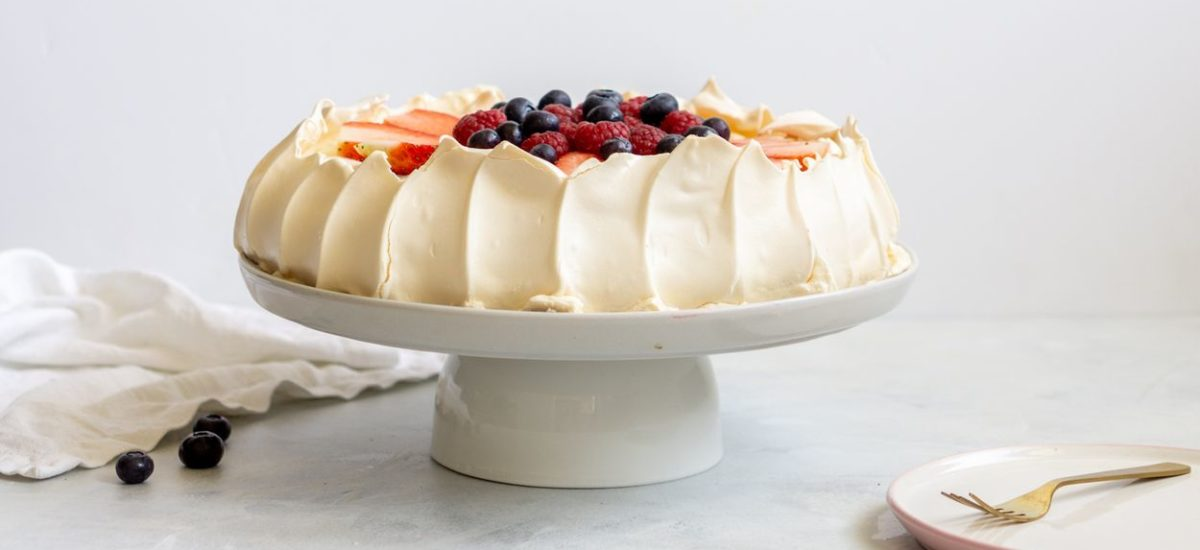 Beza Pavlova z mascarpone i owocami
