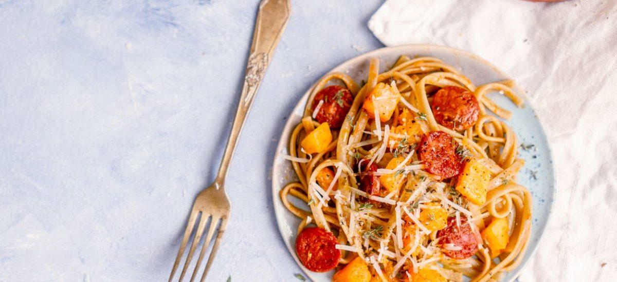 Spaghetti z dynią i chorizo