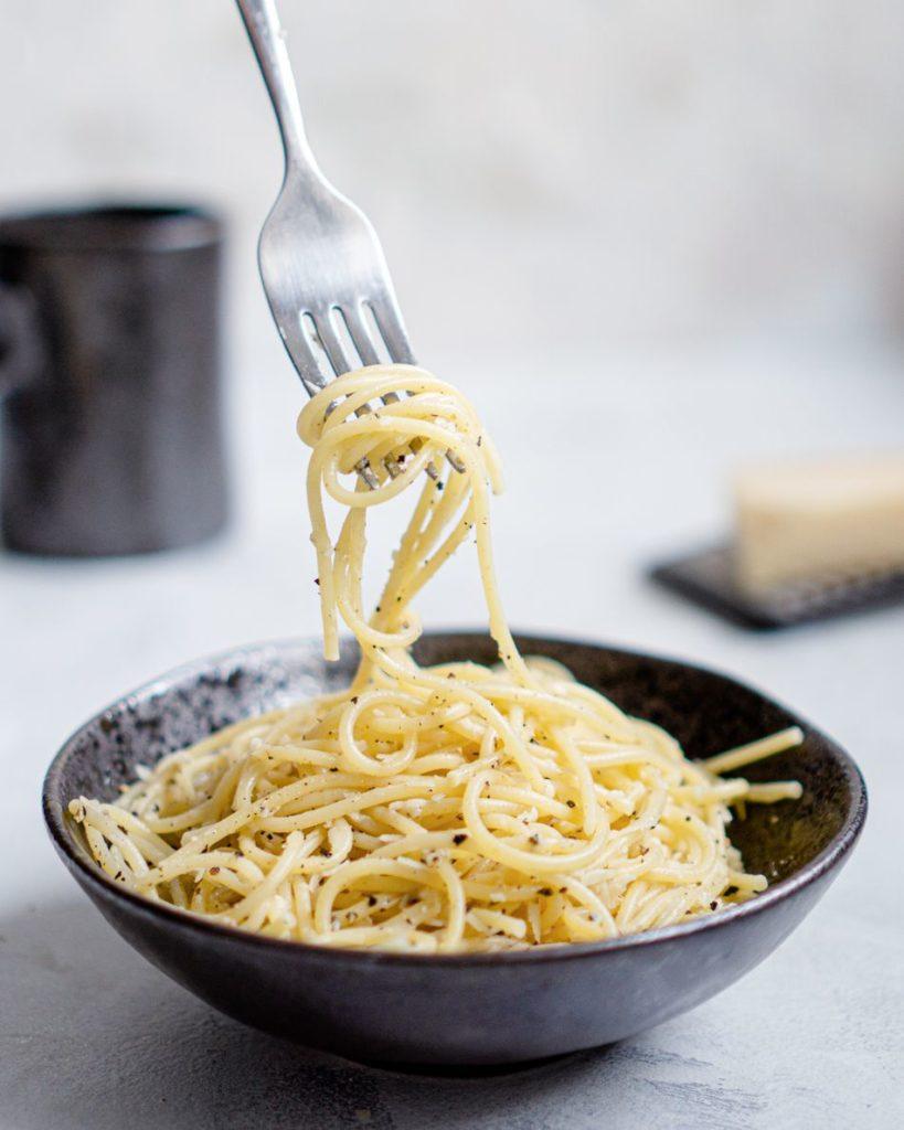 Makaron spaghetti z parmezanem