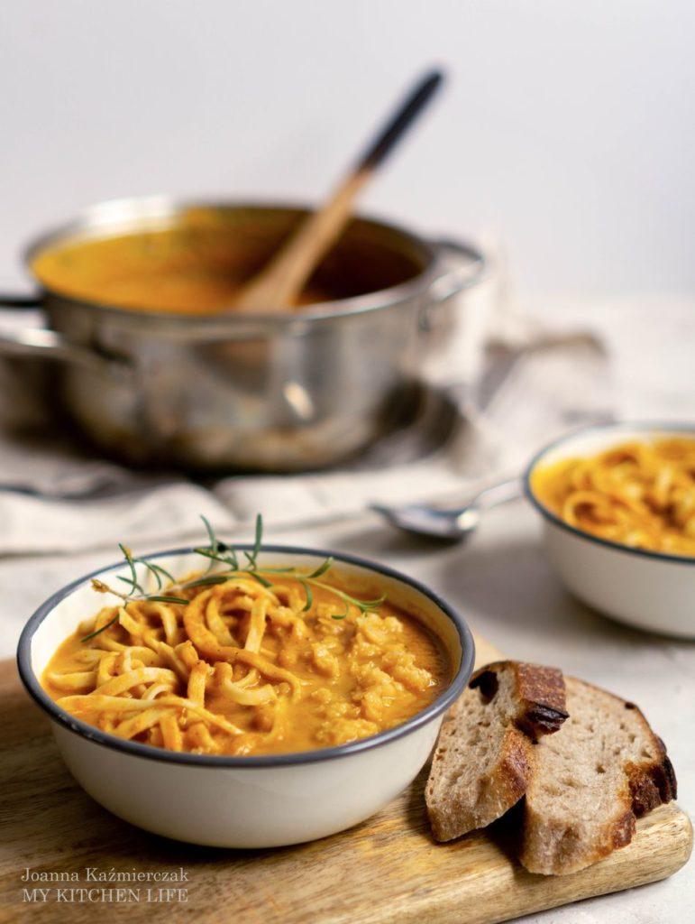Zupa z marchewki azjatycka
