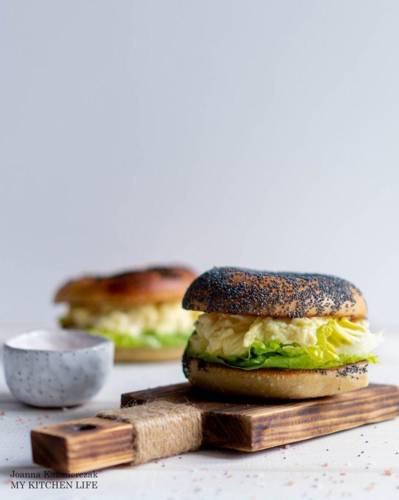 Jajecznica z kozim serem