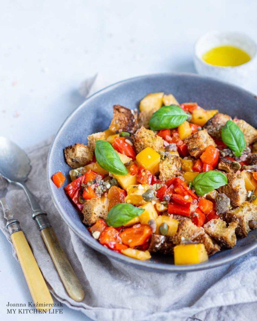 Sałatka włoska z pomidorami