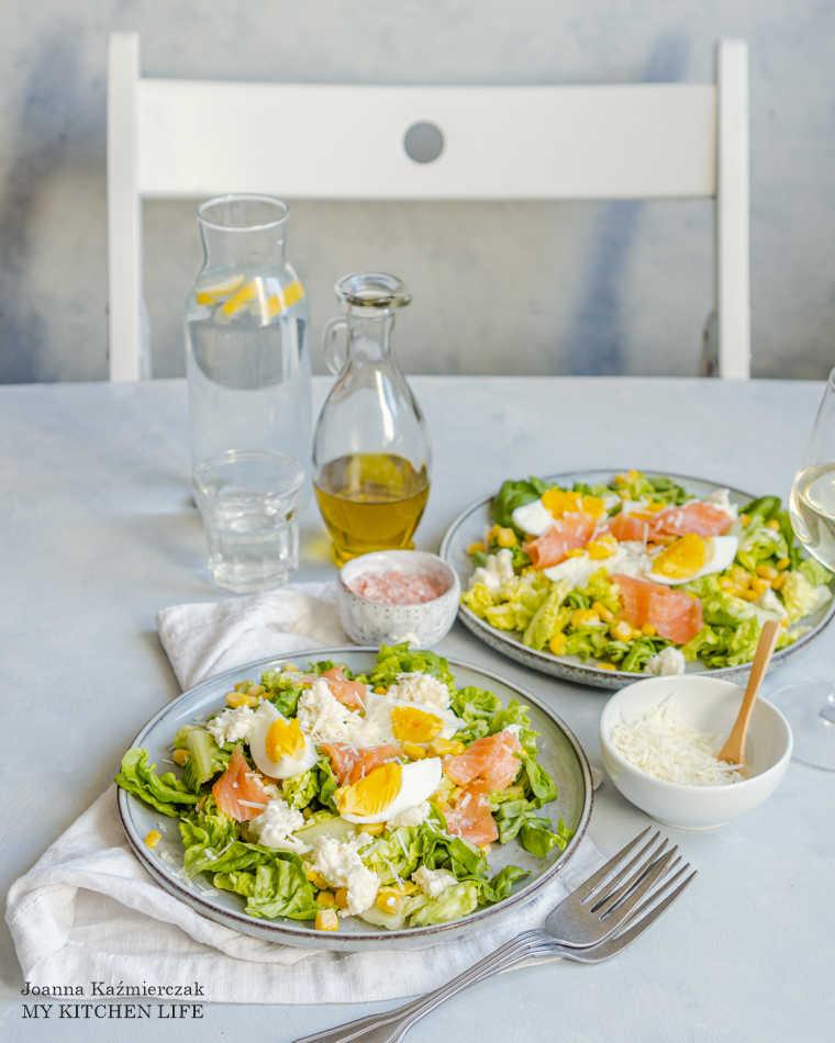 Sałatka z jajkiem i kukurydzą
